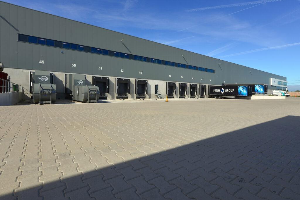 Bouwcombinatie Hercuton / Remco Ruimtebouw realiseerde turn-key een distributiecentrum van maar liefst 60.000 m2 voor Fetim Group. - docks