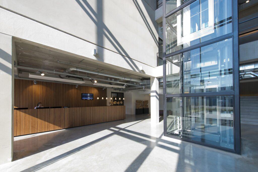 Hercuton realiseerde het state-of-the-art EMEA distributiecentrum met loft kantoor van Hitachi Vantara in Zaltbommel - receptie