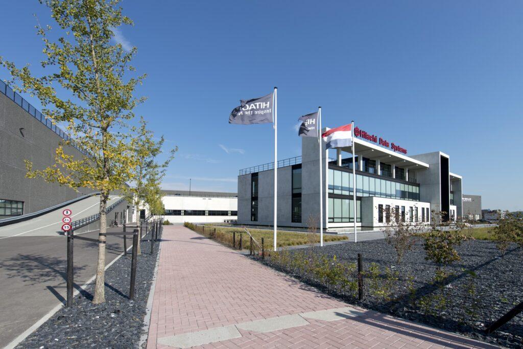 Hercuton realiseerde het state-of-the-art EMEA distributiecentrum met loft kantoor van Hitachi Vantara in Zaltbommel - zijaanzicht