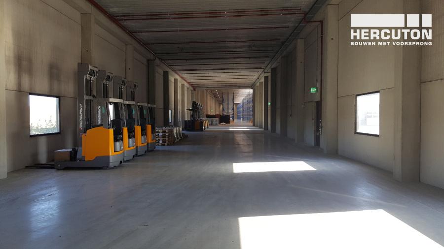Nieuwbouw distributiecentrum met houten spanten Inter-Sprint Moerdijk